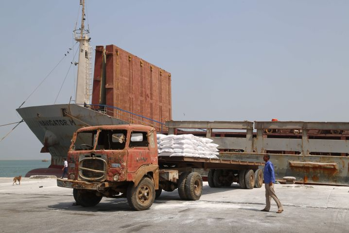 Hilfslieferung im Hafen von Hudaida: Seit Dezember gilt am Roten Meer eine Waffenruhe
