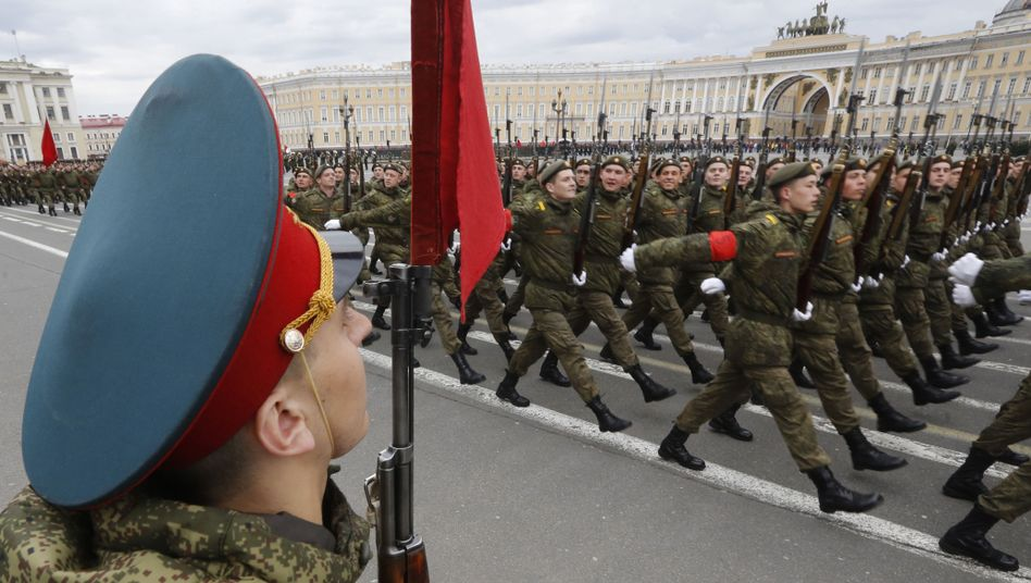 Russische Soldaten bei Militärparade
