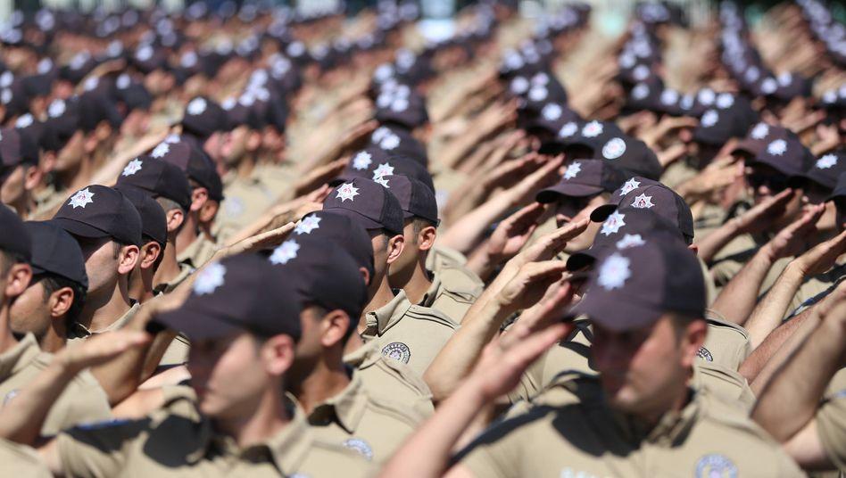 Türkische Sicherheitskräfte bei einer Parade in Istanbul