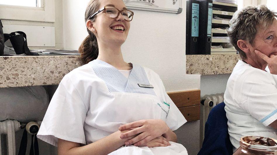 Anastasija Dacevic, serbische Pflegehilfskraft, im Klinikum in Memmingen im Pausenraum