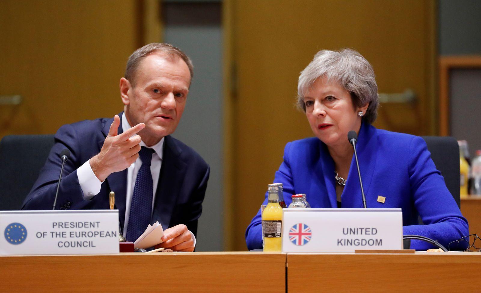 Donald Tusk / Theresa May