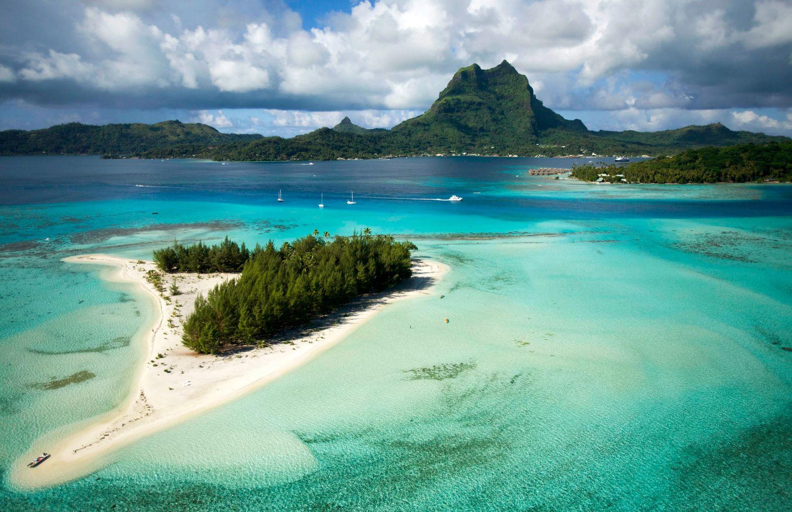 FRENCH POLYNESIA Aerial view of Bora Bora Island Society Islands French Polynesia July 2006 PUBLI