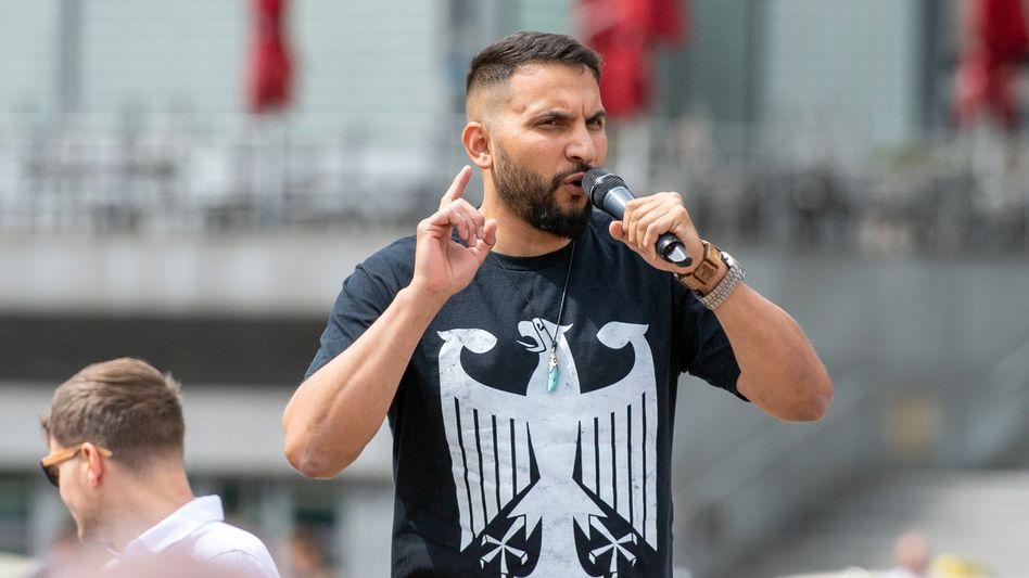 Attila Hildmann trat bei Demos gegen die Corona-Schutzmaßnahmen auf, hier eine Aufnahme vom 4. Juli 2020