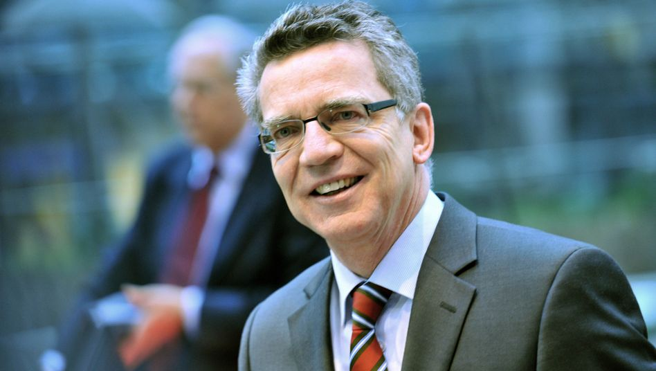 Innenminister Thomas de Maiziere: EU-Kompromiss über Weitergabe von Bankdaten