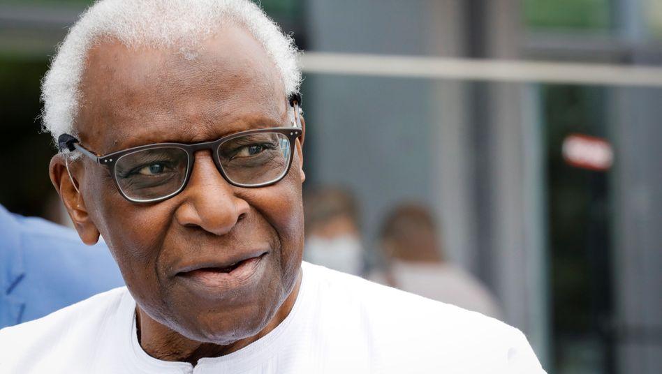 Lamine Diack vor dem Gericht in Paris - zwischen 1999 und 2015 war er Boss des Leichtathletik-Weltverbands