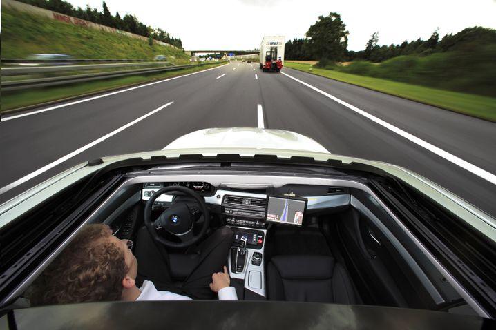Nico Kämpchen freihändig auf der Autobahn: Er entwickelt einen Autopiloten für BMW