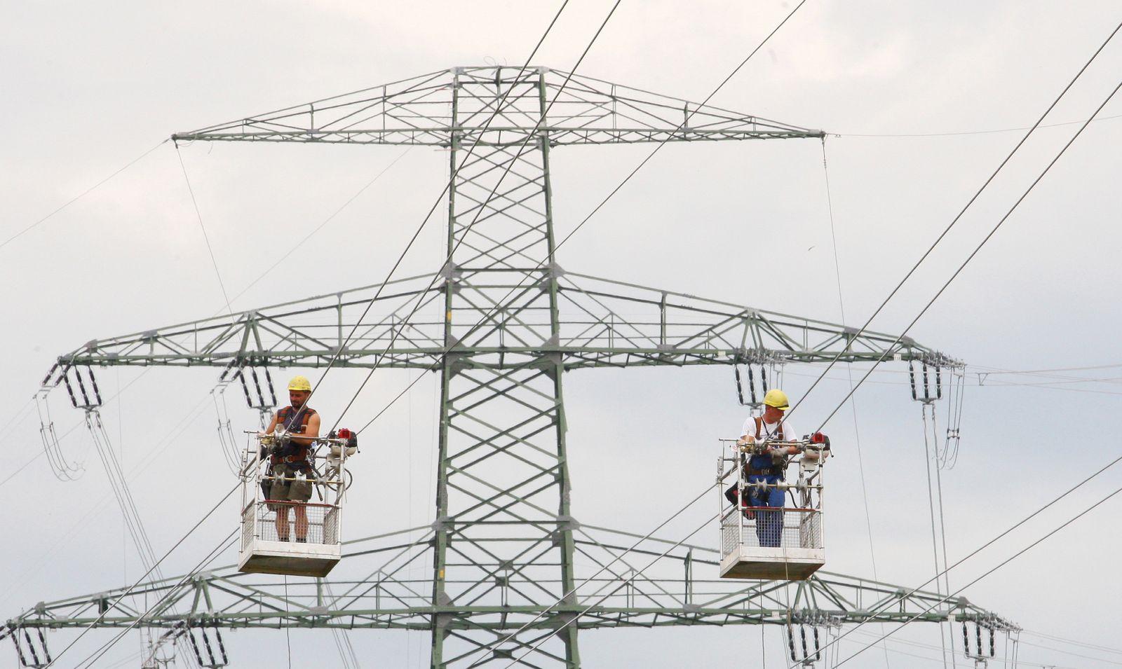 NICHT VERWENDEN Strom / Strommasten / Stromnetz
