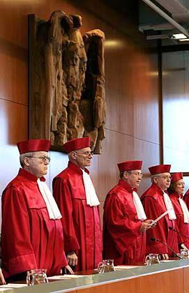Bundesverfassungsgericht: Stoppen die Richter den Kanzler?