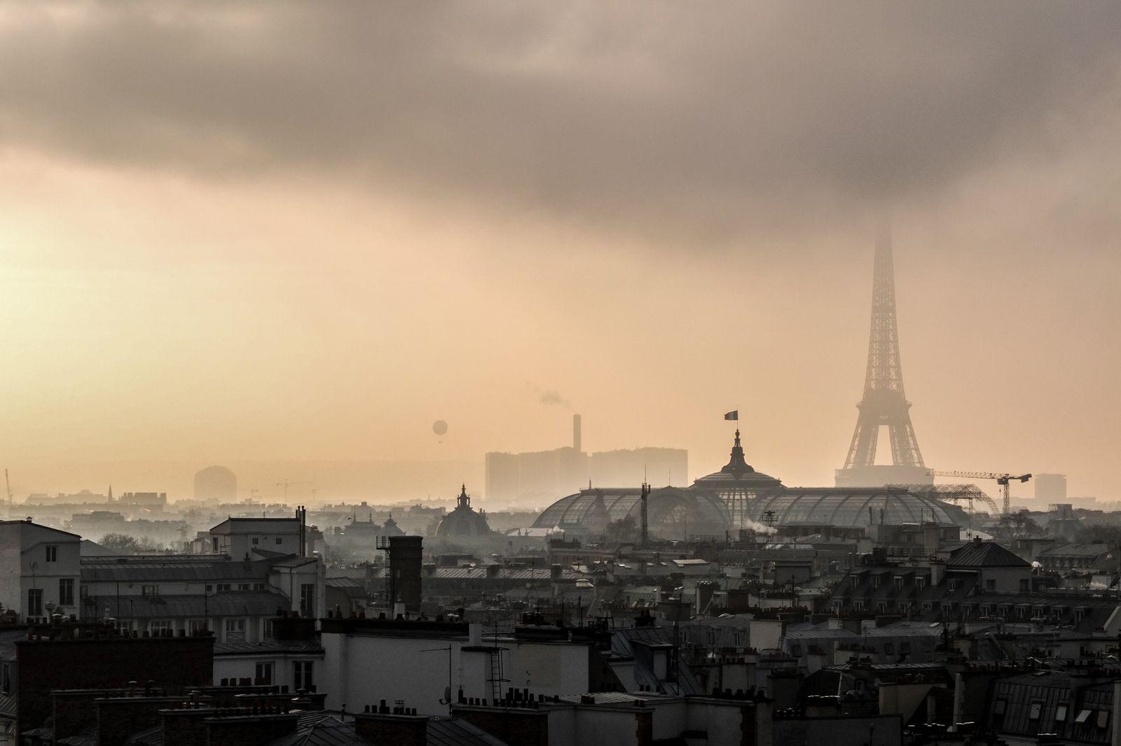 EINMALIGE VERWENDUNG Paris Skyline