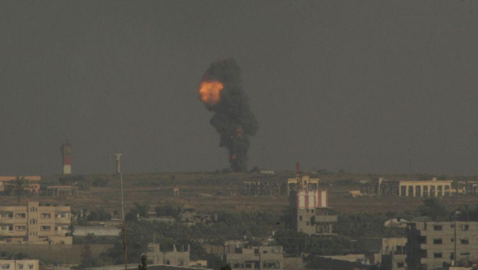 Reaktion auf Hamas-Angriffe: Israel fliegt Dutzende Angriffe auf Gazastreifen