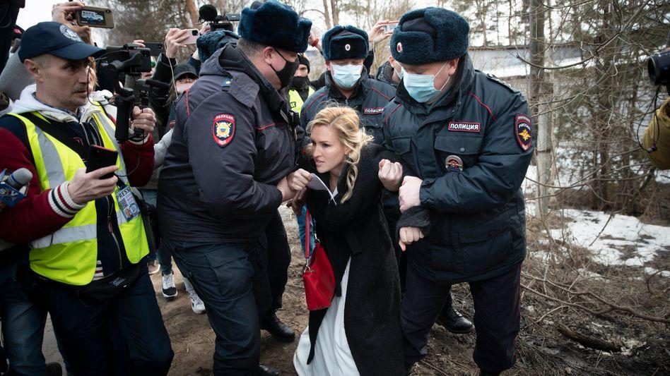 Anastassija Wassiljewa: Die Vorsitzende der Allianz der Ärzte und Ärztin von Kremlgegner Nawalny wurde vor dem Straflager festgenommen
