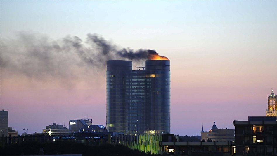 Der brennende Turm der Rabobank in Utrecht