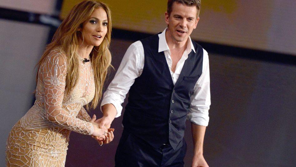 Premieren-Gast: Moderator Markus Lanz begrüßt die Sängerin Jennifer Lopez aus den USA