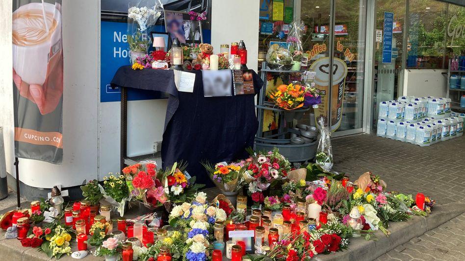 Trauer an der Tankstelle: Verfassungsschutz über Mord nicht überrascht