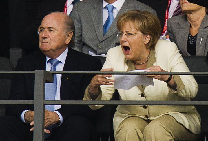 Angela Merkel als Fußball-Zuschauerin: Jubel kennt keine Grenzen