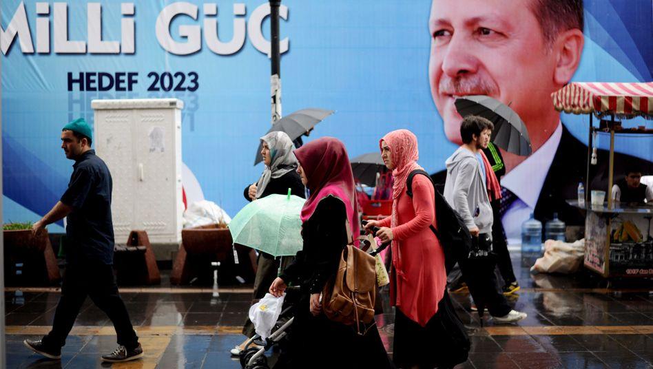 """Erdogan-Plakat: """"Von parteiischer Medienberichterstattung"""" profitiert"""