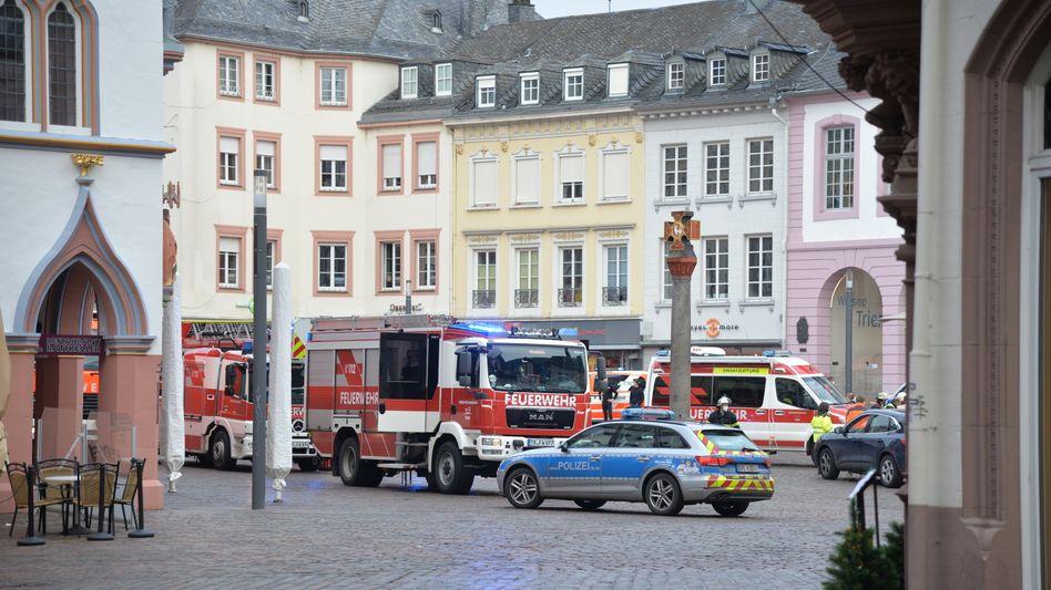 Fußgängerzone in Trier: Feuerwehr- und Polizeifahrzeuge am Einsatzort (Archivbild)