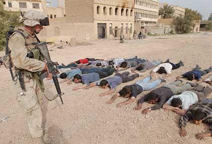 In Bagdad beginnen die amerikanischen Soldaten nun damit, Plünderer festzunehmen