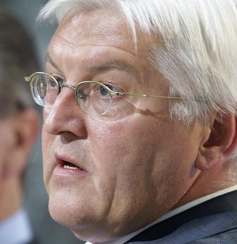 The SPD's nominee for the chancellorship, Frank-Walter Steinmeier, urged the party to show unity and discipline on Monday.