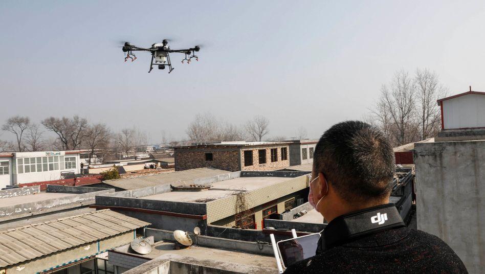 """Drohnenflug in China (Symbolbild): """"Setzt die Maske auf! Beeilt euch!"""""""