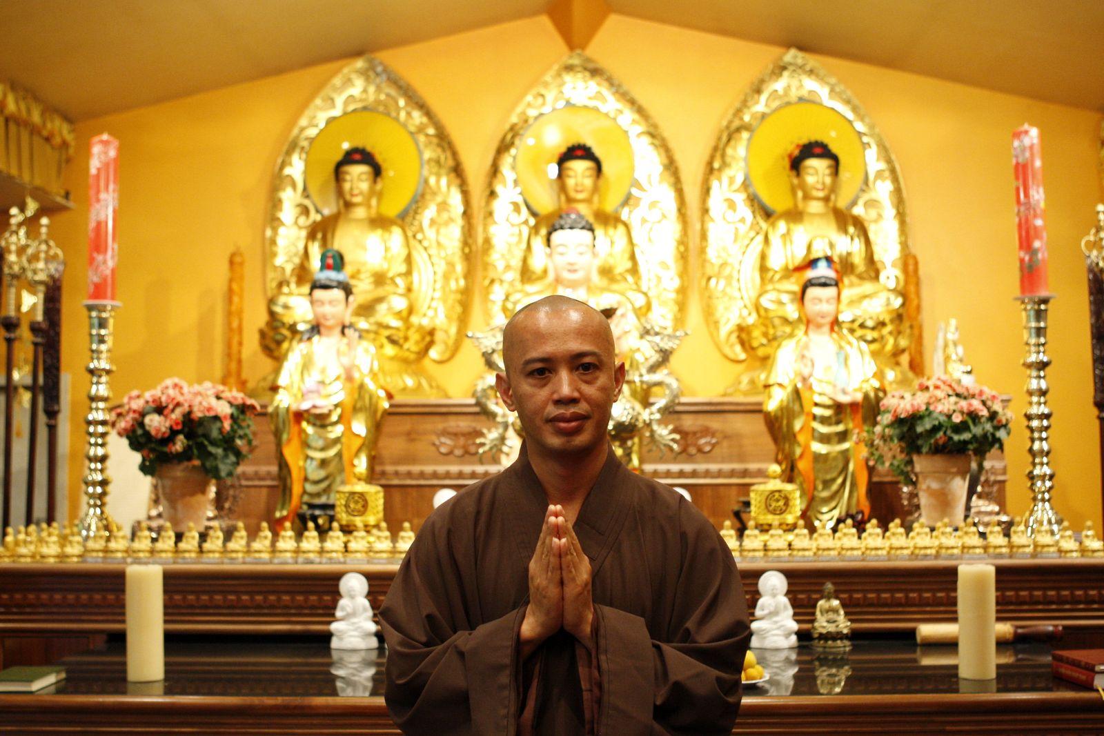 EINMALIGE VERWENDUNG für SPIEGEL Plus SP 21/2018 S.48 Buddhismus Missbrauch