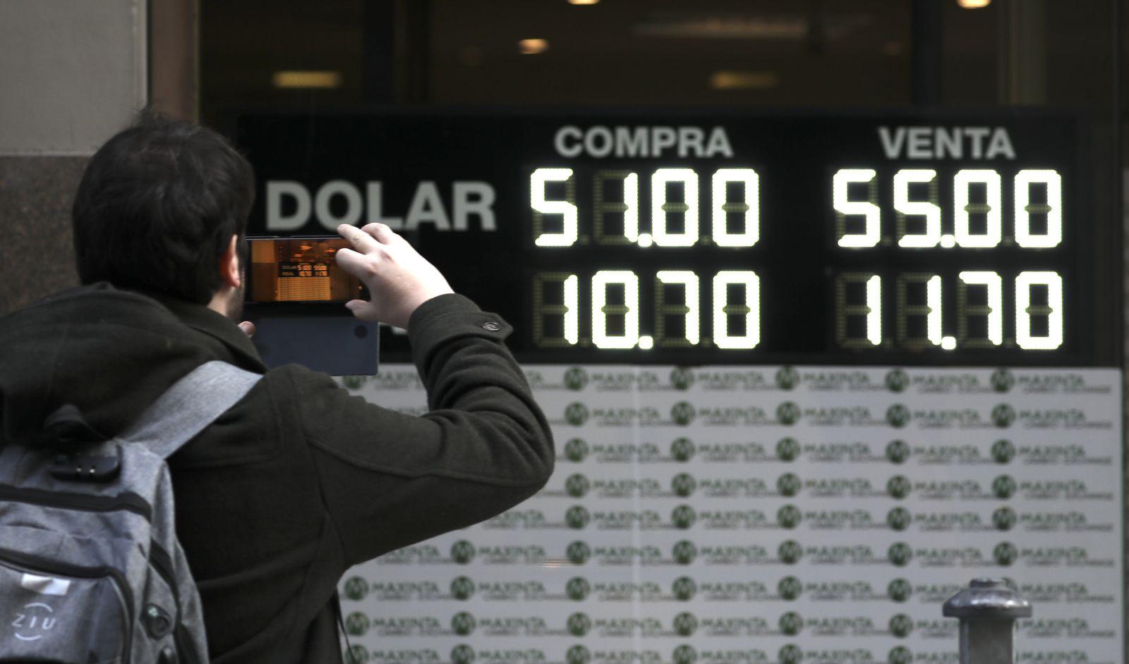Argentinischer Peso bricht nach Vorwahl ein