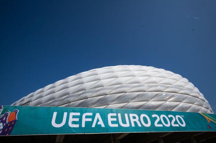 EM-Banner an der Allianz-Arena in München: Um ein Jahr verschoben