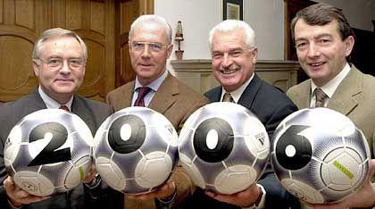 Mitglieder des WM-Organisationskomitees 2006: Horst R. Schmidt, Franz Beckenbauer, Fedor Radmann und Wolfgang Niersbach (v.l.)