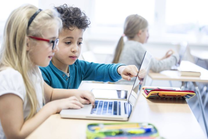 """Computer in Schulen: Weg von der """"Marktgläubigkeit"""""""