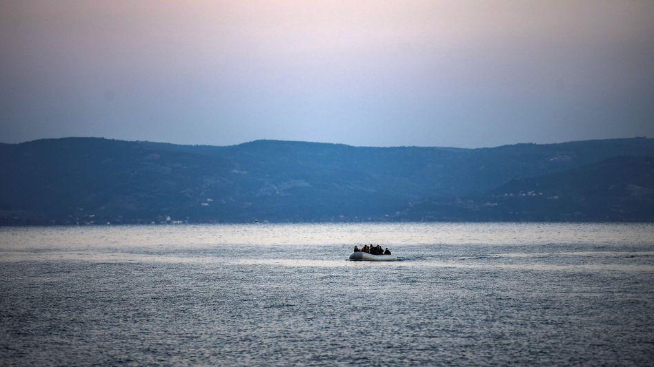 Schlauchboot auf dem Weg von der Türkei nach Griechenland: Inseln im Ausnahmezustand