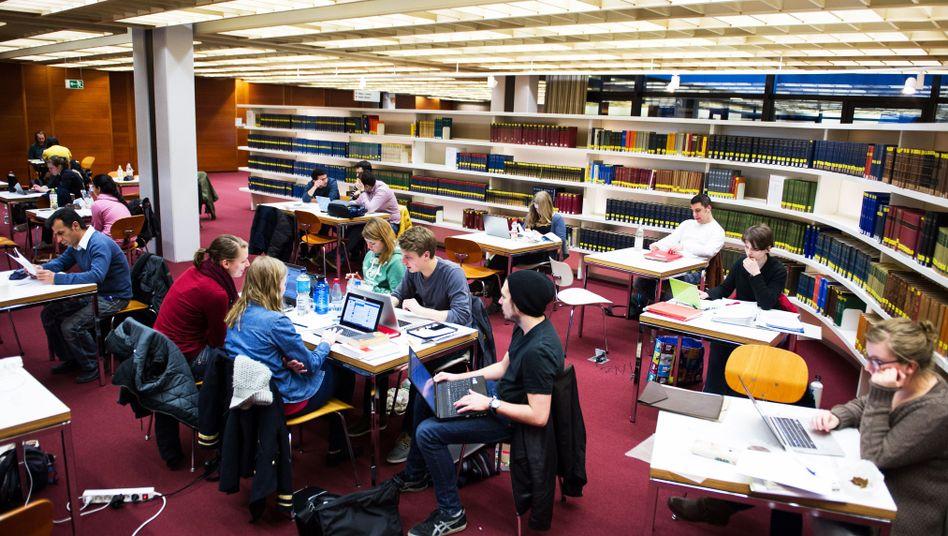 Angehende Akademiker an der Uni Hamburg (Archivbild)