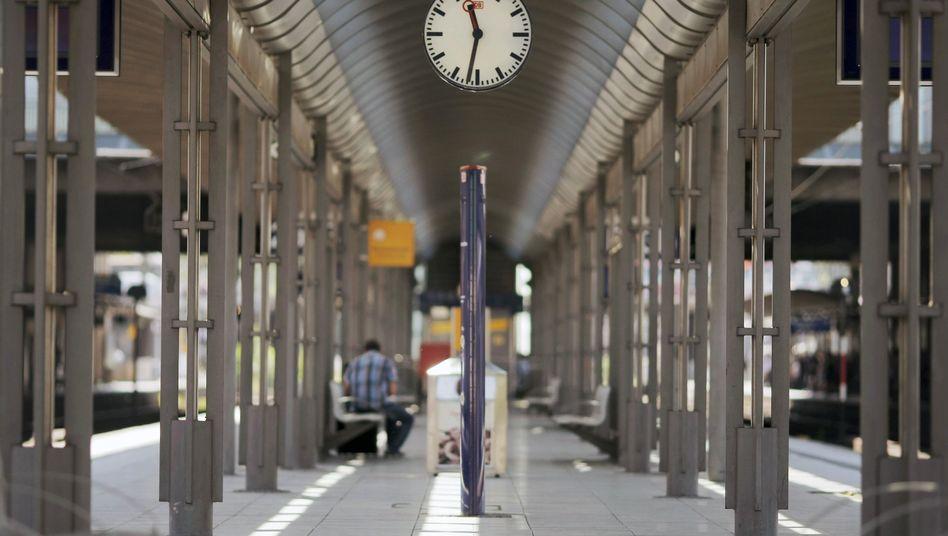 Bahnsteig am Mainzer Hauptbahnhof: Seit Tagen fallen Züge aus