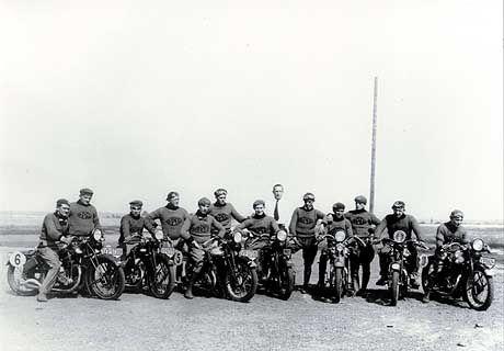 Pioniere der Motorradszene: Testfahrer auf der Opel-Rennbahn