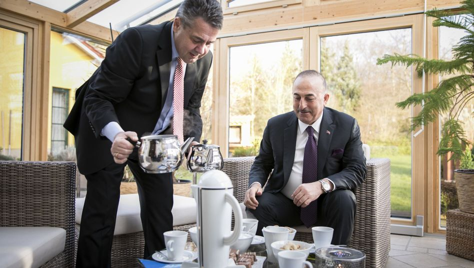 German Foreign Minister Sigmar Gabriel pouring tea for his Turkish counterpart, Mevlüt Cavusoglu, at his home in Goslar.