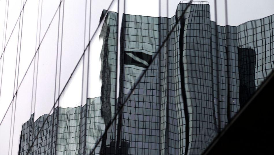 Deutsche-Bank-Zentrale in Frankfurt: Sparkurs im neuen Jahr