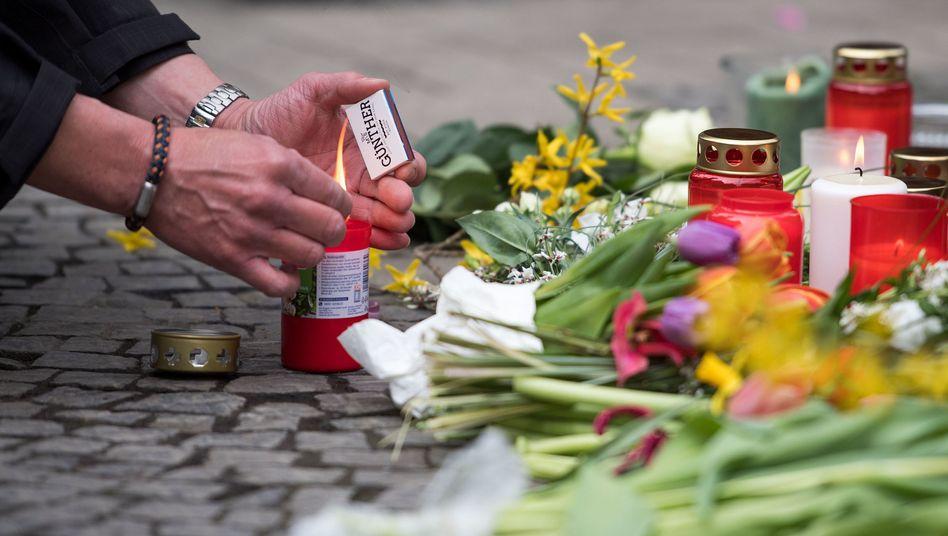 Kerzen und Blumen am Tatort in Münster (Archiv)