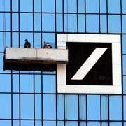 Zentrale der Deutschen Bank in Frankfurt: Duschen in der Flughafen-Lounge
