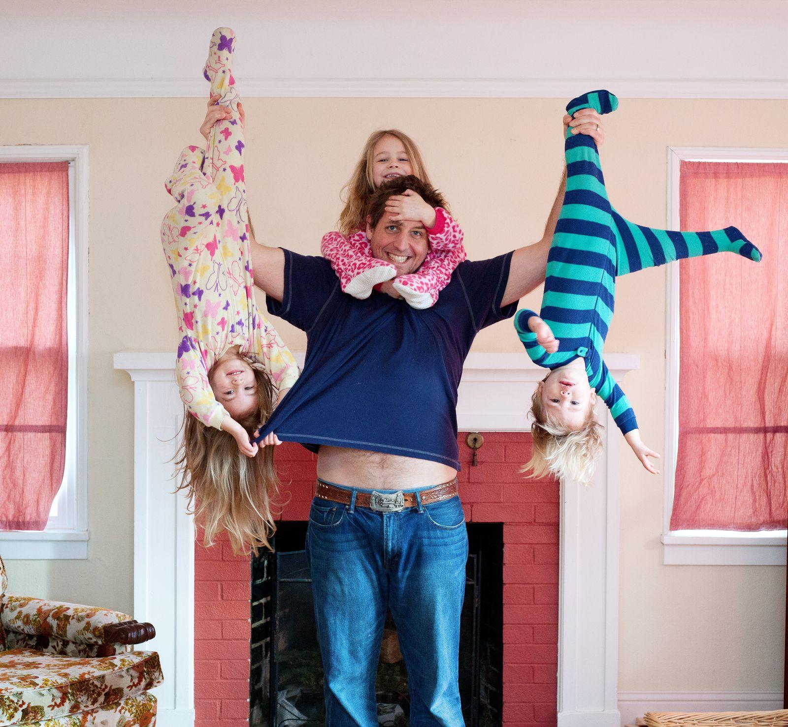 EINMALIGE VERWENDUNG Symbolbild Vater / Elternzeit / Kinder