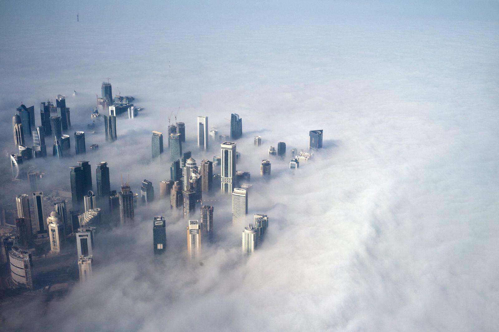BDT 15.02.2014/ Doha Skyline unter Nebel