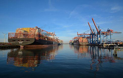 Containerschiffe im Hamburger Hafen: Sulfurylflourid-Einsatz vor dem Holzexport nach China