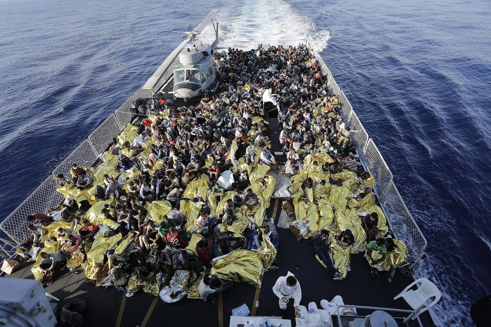 Migrants: 956 rescued by Italian Navy boat Fregata Euro