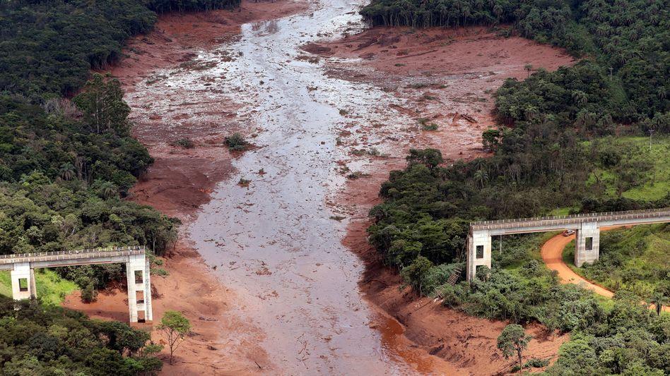 Bei dem Dammbruch zerstörte Brücke