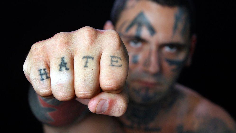 """TV-Dokumentation """"Hass auf der Haut"""": Papa, die Glatze"""