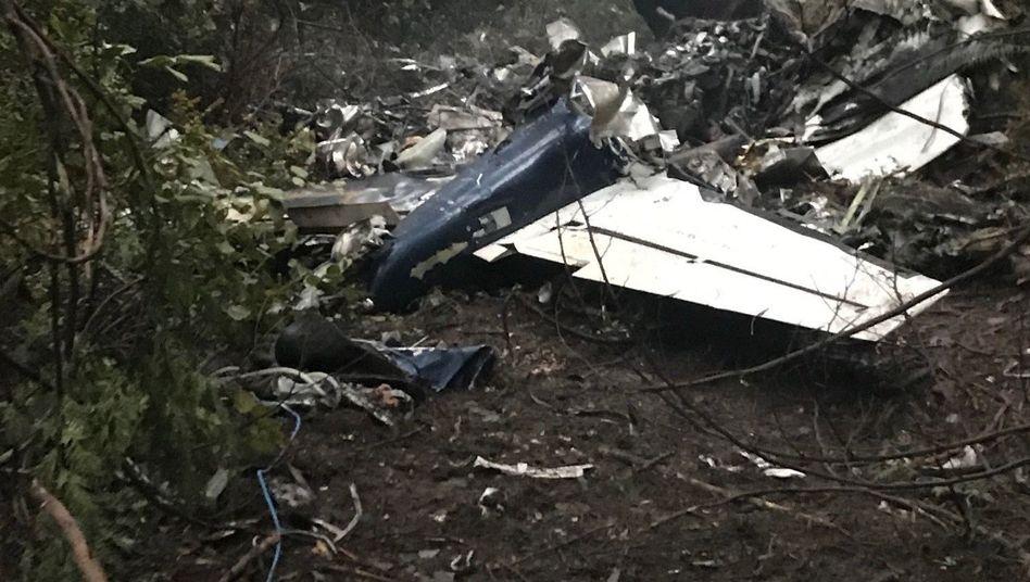 Dieses Bild zeigt die Unfallstelle nach dem Flugzeugabsturz