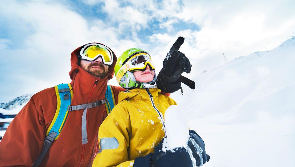 Kleiner und großer Skifahrer: Diesen Winter geht's wohl nicht mehr auf die Piste