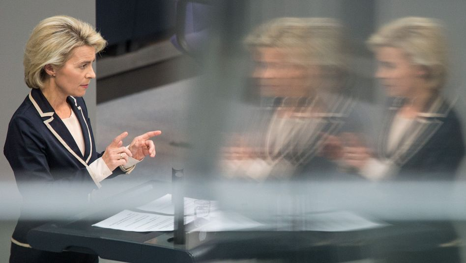 Verteidigungsministerin Ursula von der Leyen (CDU): Mehr Geld für Rüstungsforschung