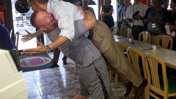 Umarmung für den Präsidenten: Obama und der Pizzabäcker