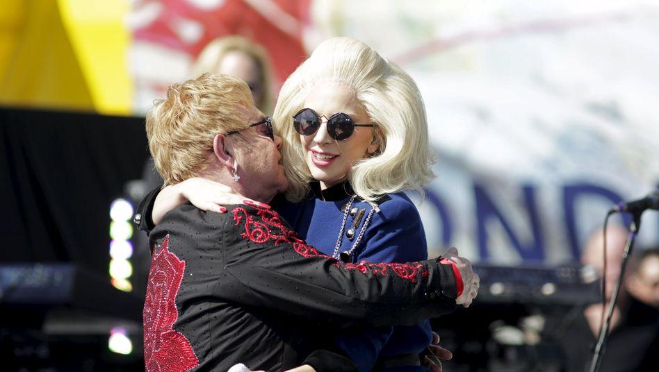Popsänger Elton John, Kollegin Lady Gaga: Überraschungskonzert in Hollywood vor der Oscar-Verleihung