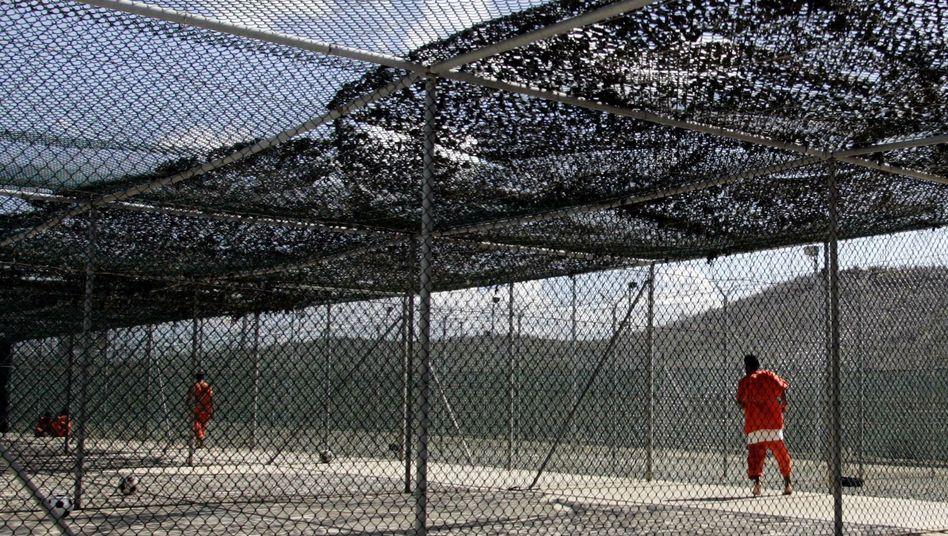 Gefangene in Guantanamo (Archivbild): 122 Häftlinge sitzen noch ein