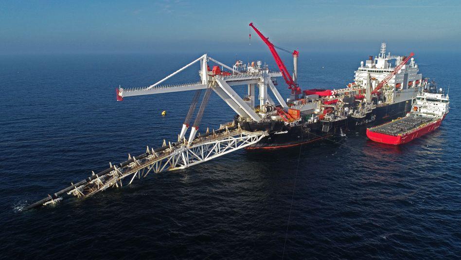 Verlegeschiff vor Rügen bei der Arbeit an Nord Stream 2 (Archivbild von 2018)